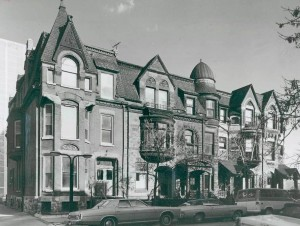 photo-chicago-old-towntriangle-district-victorian-row-houses-restored-1985